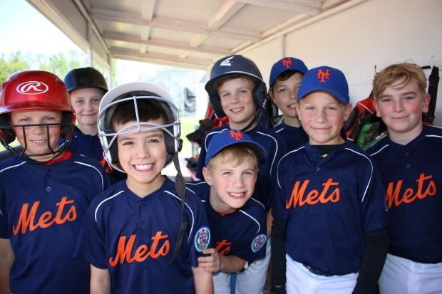 members-of-calgary-west-little-league-baseball-team